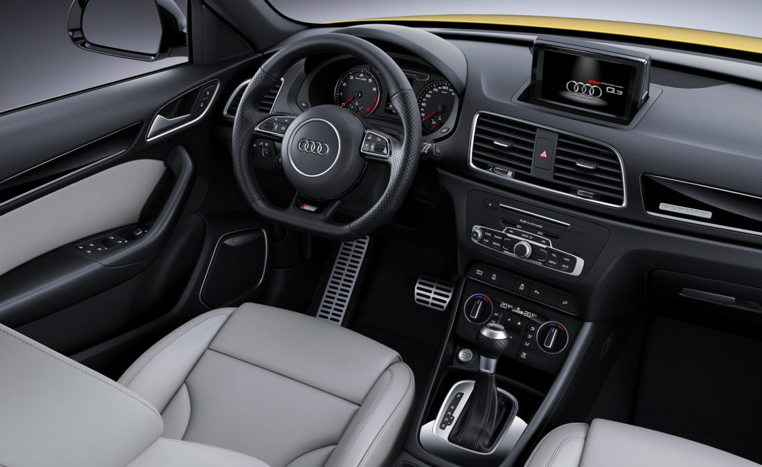 2018 AUDI Q3 interior