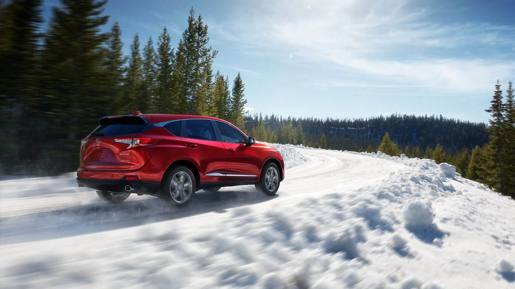 06-gallery-2019-rdx-shawd-advance-performance-red-pearl-cruising-through-snow-L